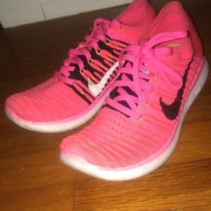 Nike flyknit free runs 7.5